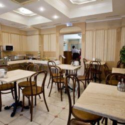 Интерьер кафе в отеле Камея