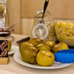 запеченные яблоки на завтрак в отеле Камея