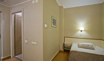 stardand single room cameo hotel